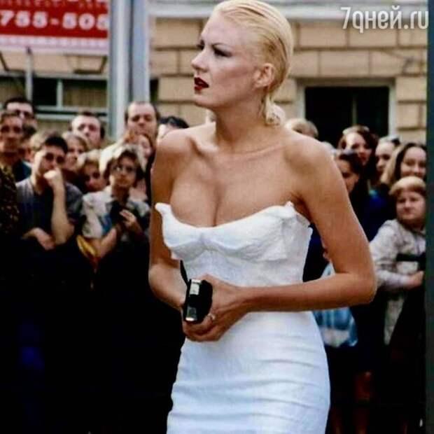 Мокрая голова и платье с распродажи: как Литвинова собиралась на красную дорожку