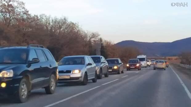 Остро не хватает парковок: почему Крым может застрять в часовых пробках