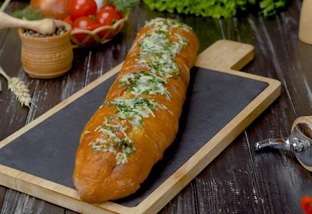 чесночный хлеб с курицей