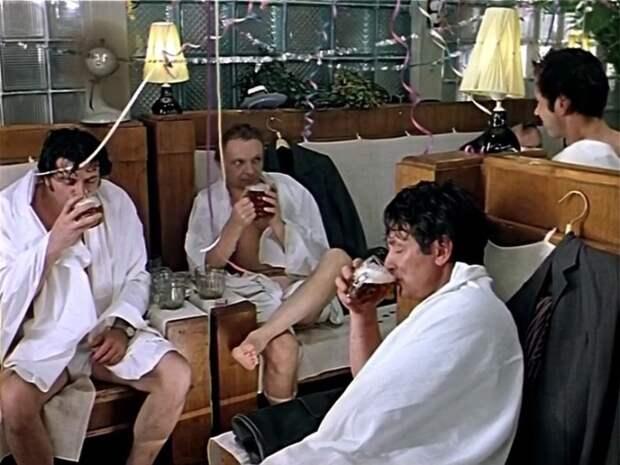 Кадр из фильма *Ирония судьбы, или С легким паром!*, 1975 | Фото: liveinternet.ru