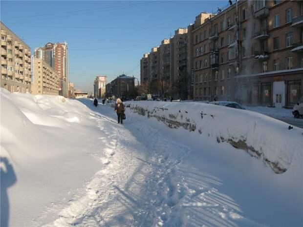 Почему Фадеенко не чешется, видя неубранные горы снега в Красносельском районе?