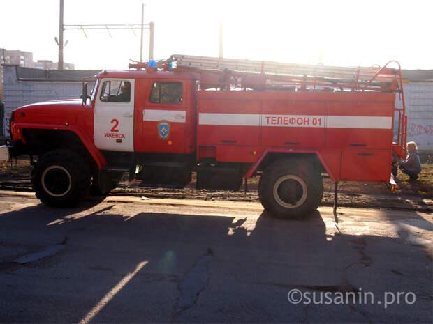 Путин пообещал поднять зарплаты пожарным без погон