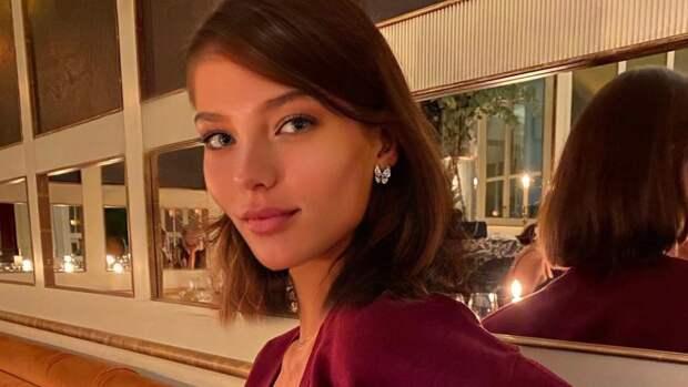 Алеся Кафельникова не стала скрывать беременность на звездной вечеринке