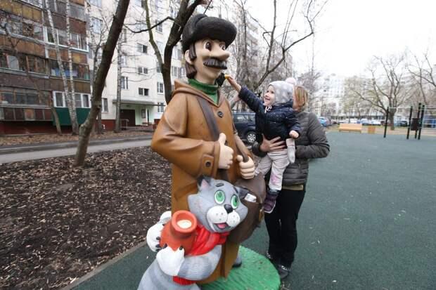 Мультперсонажи в Бибирево/ Роман Балаев