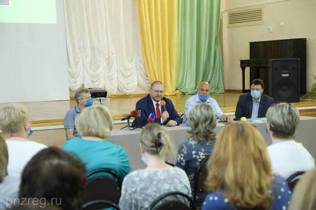 Олег Мельниченко встретился с представителями родительского совета школы № 76