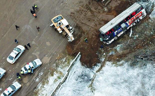 На трассе М-4 «Дон» опрокинулся автобус. Есть пострадавшие
