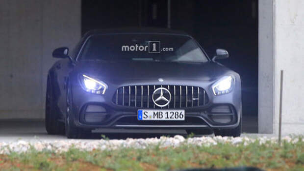 Еще один: новое купе Mercedes-AMG вышло в свет без камуфляжа