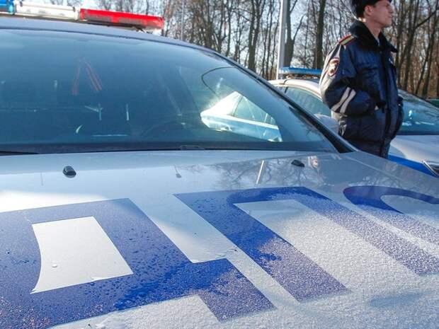 В ХМАО кроссовер и грузовик столкнулись на «встречке»: погибли три человека