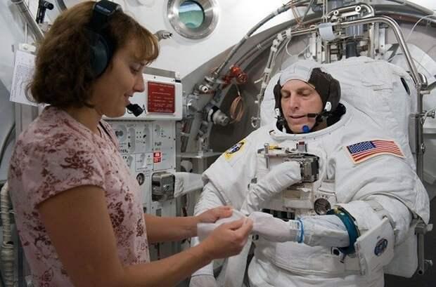 Стандартный скафандр НАСА за 12 миллионов долларов.
