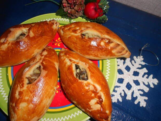 Пирожки с грибами, рисом и глянцевой корочкой: простой рецепт от шеф-повара!