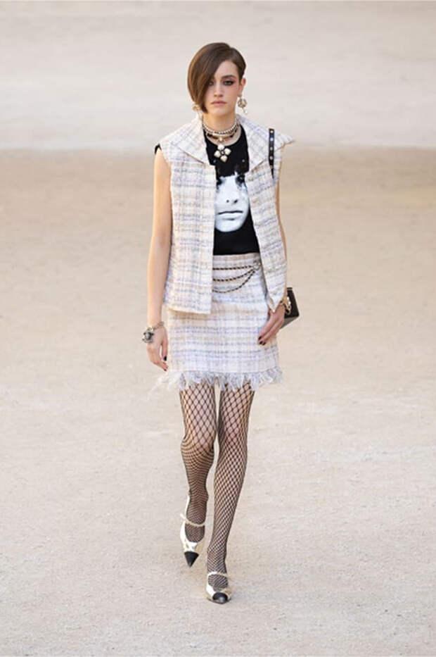 Модный дайджест: от лучшего стилиста года до новой кампании с Лилой Мосс и Эммой Коррин