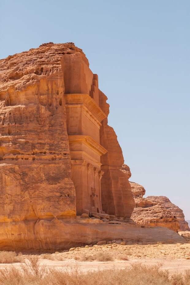 Чудо в скале посреди пустыни - одинокий замок Каср аль-Фарид