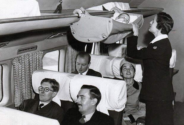 9. Всего несколько десятилетий назад дети именно так летали на самолётах. 1950-е годы. история, фото