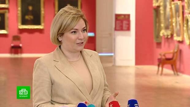 Министру культуры показали отреставрированные залы Михайловского замка