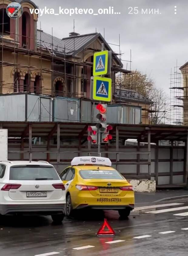 На Коптевском бульваре такси не поделило дорогу с иномаркой