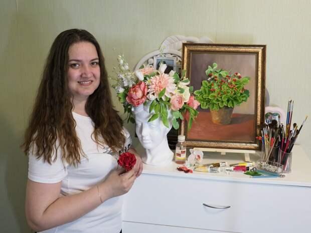 Светлана Кручкова с улицы Вилиса Лациса создаёт фарфоровые цветы