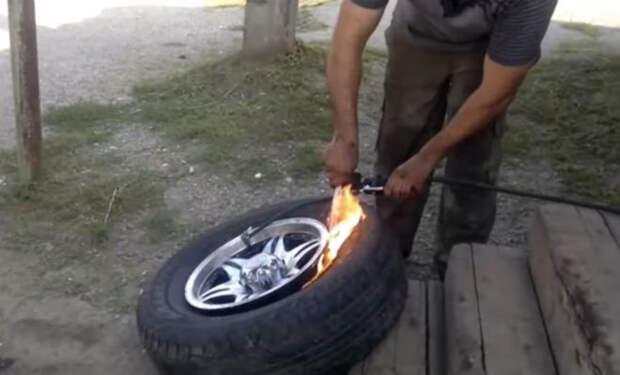 Как накачать бескамерную шину без насоса за 1 минуту. Видео