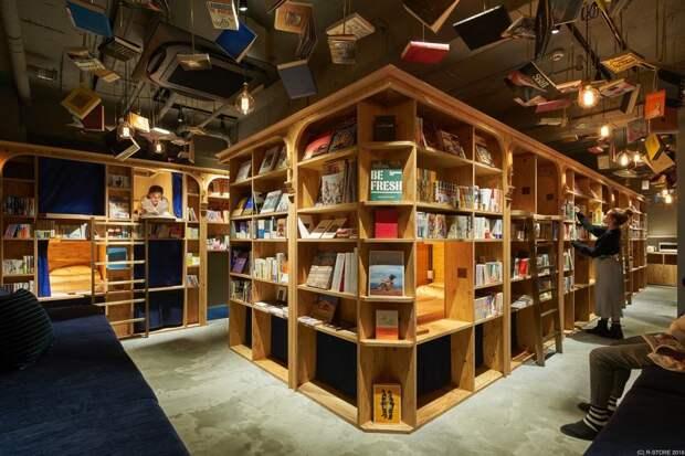 Картинки по запросу Книжный магазин с кроватями в Киото, Япония