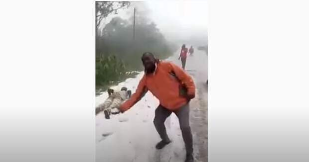 В западной части Камеруна в четверг выпал снег