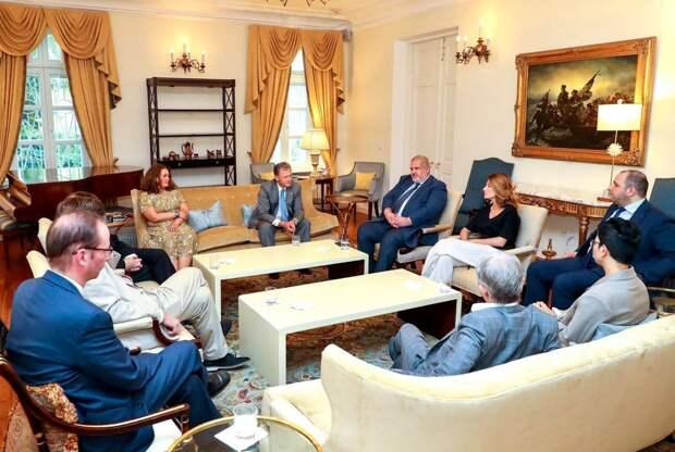 Смотрящий от США за Украиной провел встречу с экстремистами