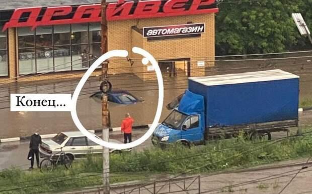 В Рязани после ливня ушли под воду машины, припаркованные на Касимовском шоссе