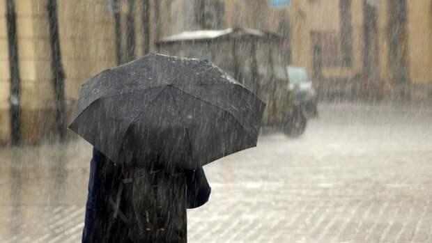 Циклон принесет в Петербург ливни и град 18 мая