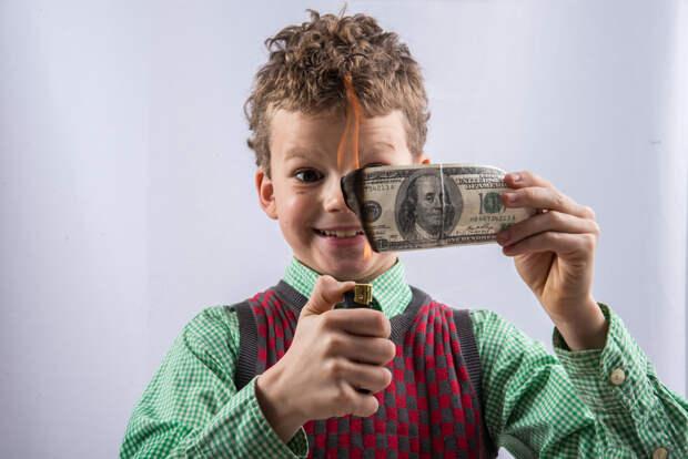 Аналитик оценил вероятность доллара по 100 рублей
