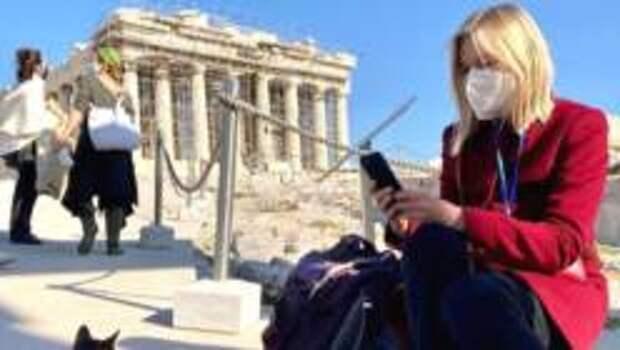 Первые иностранные туристы прибывают в Грецию после открытия