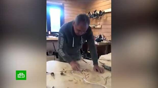 Картины, посуду и мебель работы Сергея Шойгу продали на аукционе за 40 млн рублей