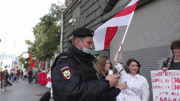 Шабаш под флагами белорусских полицаев собирается в Москве при поддержке Ходорковского