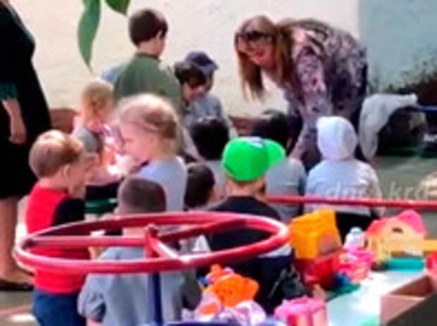 """""""На колени, тварь! Целуй"""": заведующая детсадом в Краснодаре заставила 5-летнего дагестанца целовать русскую землю, что его кормит (ВИДЕО)"""