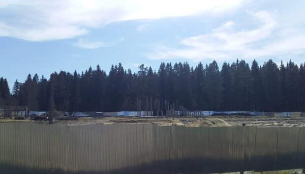 Забита треть свай для основания будущего детского сада в Ляскеля