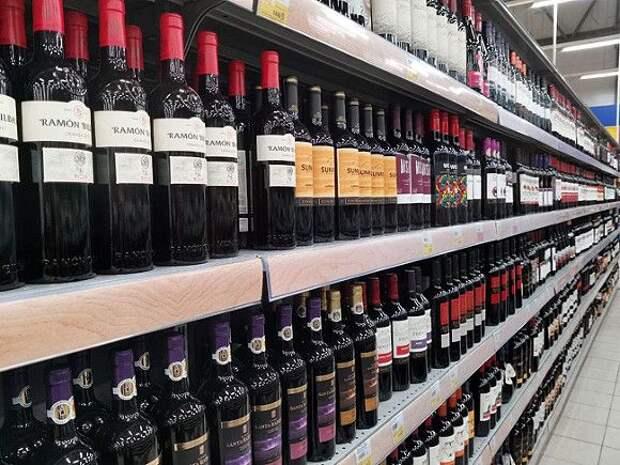 «Защита голов от стеклянных бутылок»: депутаты объяснили, зачем нужен запрете алкоголя на время Евро-2020