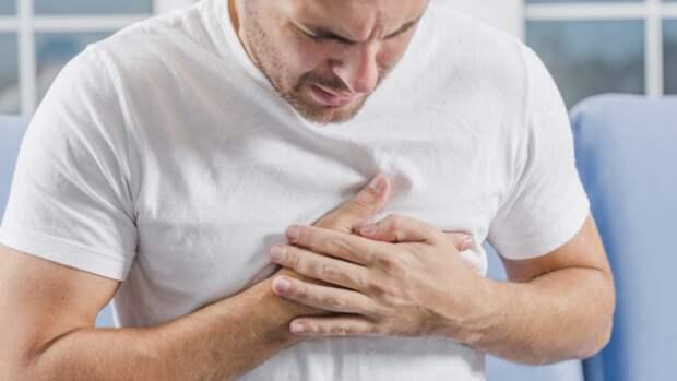 """""""Сердечникам"""" посоветовали поскорее привиться от коронавируса"""