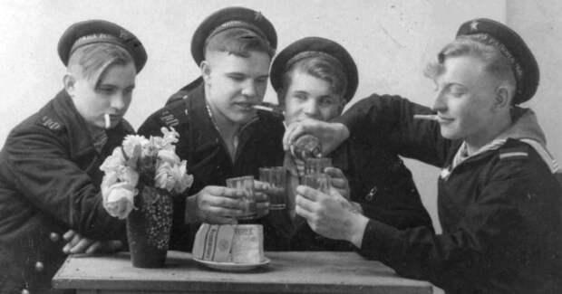 Не хлебом единым: табак, алкоголь и сладости в Красной Армии
