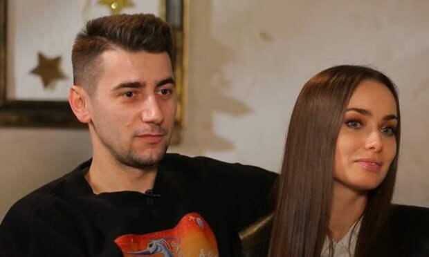 Все таки расстались: Александр Эллерт уехал в Румынию с дочкой и без Ксении Мишиной