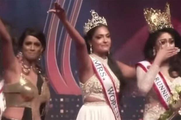 Девушка проиграла конкурс красоты и из зависти сорвала корону с победительницы