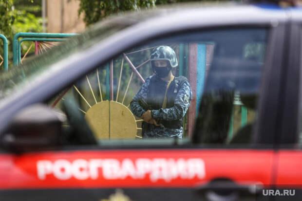 ВТомске вооруженный мужчина напал наросгвардейцев