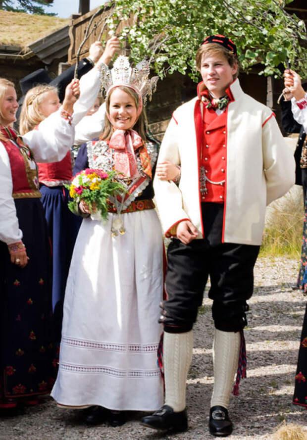 В Норвегии традиционный свадебный костюм называется Bunad.
