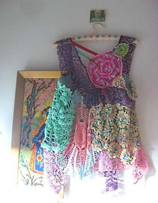вязаная маечка с вышивкой
