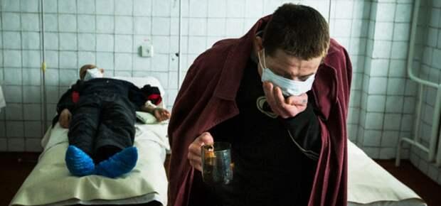 Врач объяснил, как распознать коронавирусный кашель