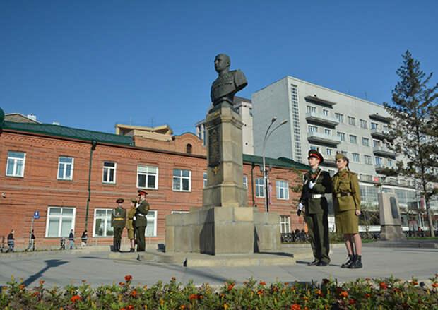 Командующий войсками ЦВО поблагодарил командиров парадных расчетов за высокую строевую выучку
