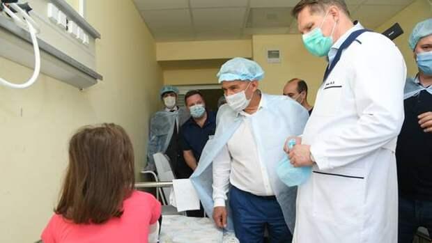 Минниханов посетил ДРКБ и пообщался с пострадавшими детьми
