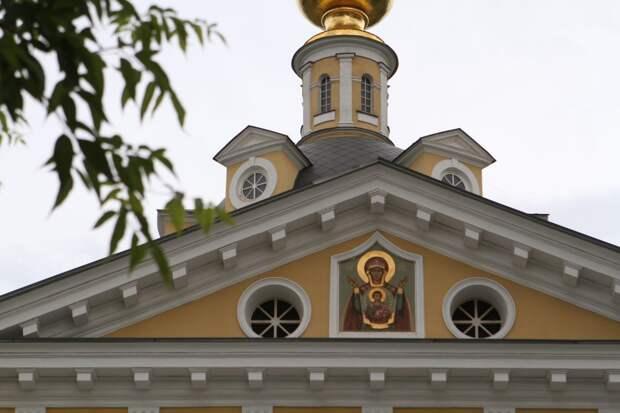 В хранилище на Рогожском около 600 икон пострадали от воды и пара