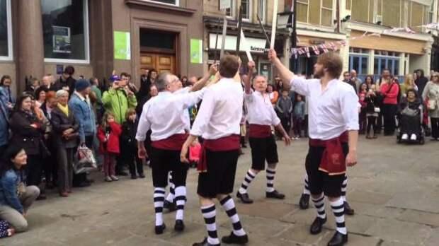 Танцы с длинными мечами в Англии