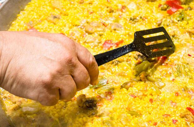 Рис не варим, а жарим: получается вкуснее плова
