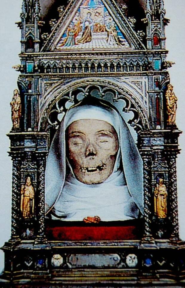 Череп св. Екатерины Сиенской в церкви Сан-Доменико, Сиена