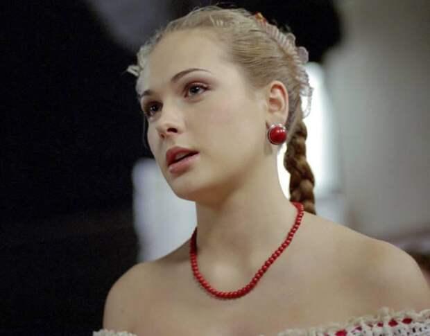 Ей всего 35! После неудачной пластики актрису Анну Горшкову из «Бедной Насти» перестали узнавать даже репортеры