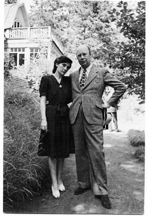 С. С. Прокофьев и М. А. Мендельсон-Прокофьева. Николина Гора 1946. / Фото: www.liveinternet.ru