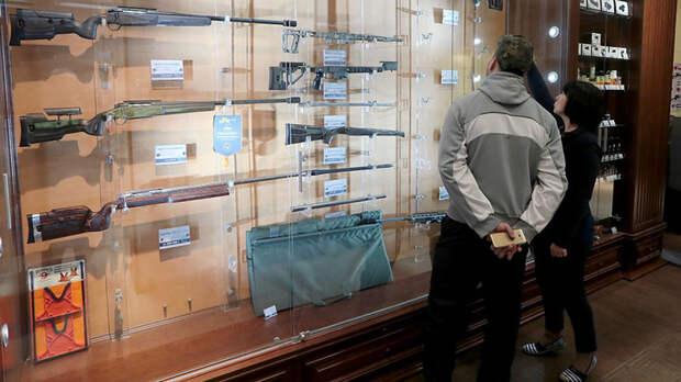 «Нас теперь всех психами будут считать»: кто и зачем получает лицензии на гражданское оружие в России